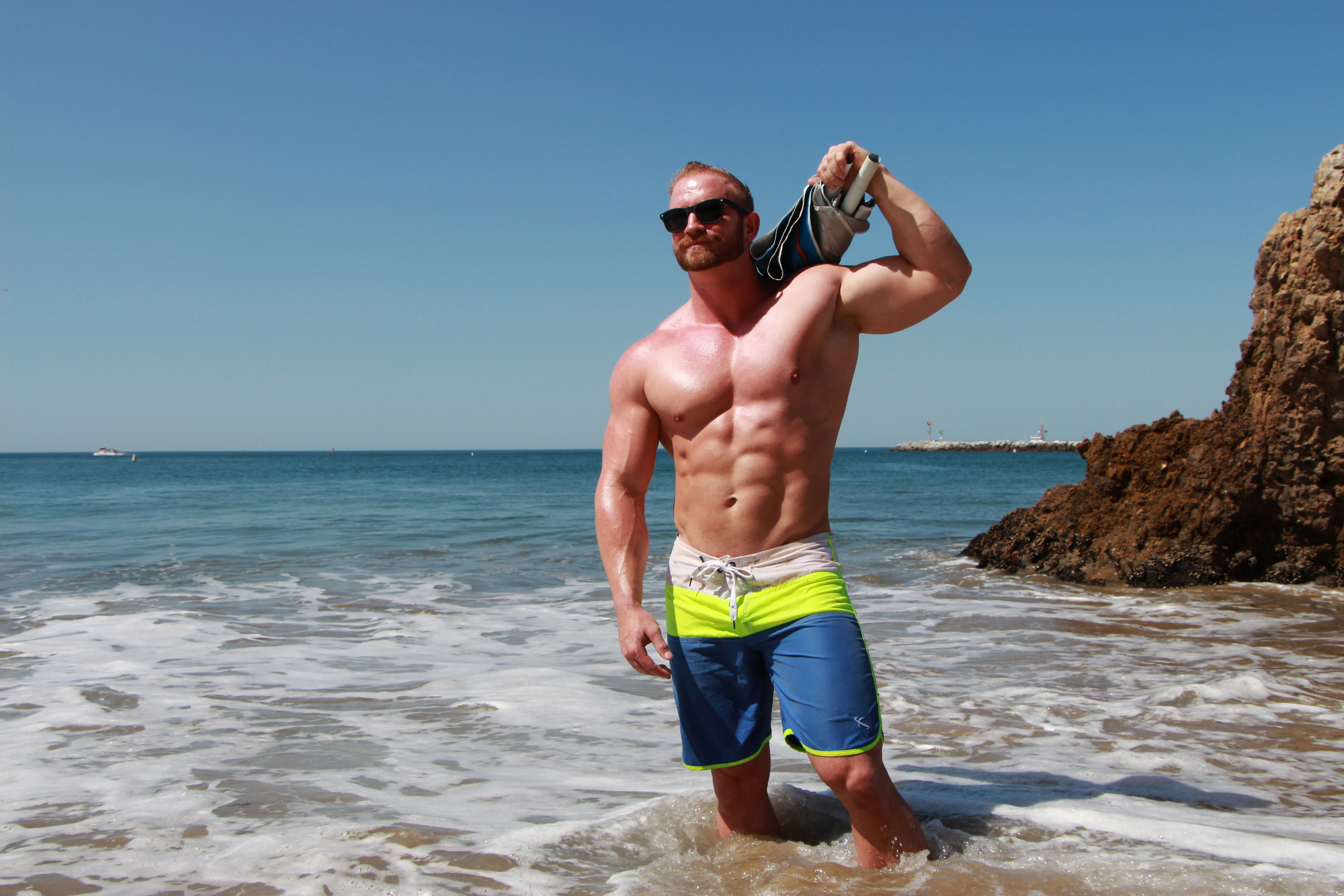 The 'Which Way is the Beach?!' Arm Workout - 3 Week BIG Bicep Challenge - Living Healthy