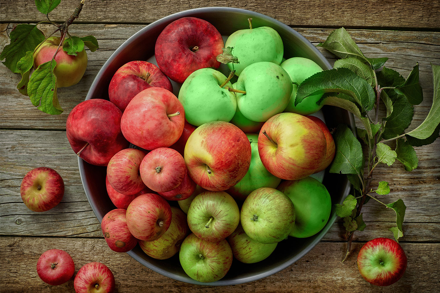 Which Apple is Better For You, Red or Green?